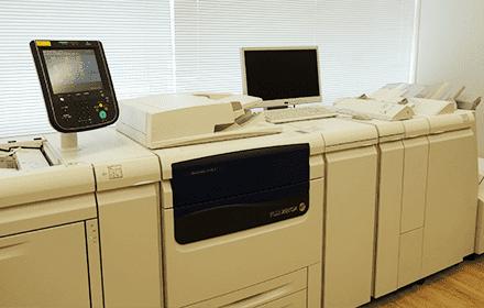 用紙を大量に使うショールームに置かれた複合機