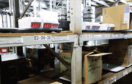 倉庫で酒類を管理するスマートマット
